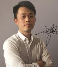 <b>刘强</b>
